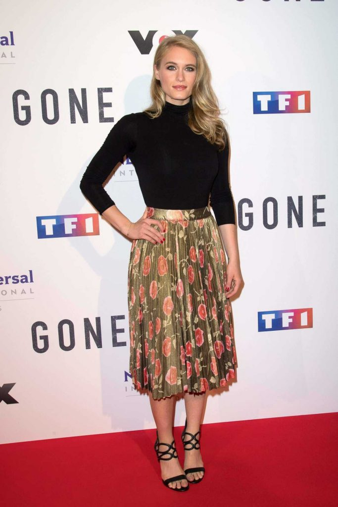 Leven Rambin at the Gone TV Series Photocall in Paris 12/13/2017-1