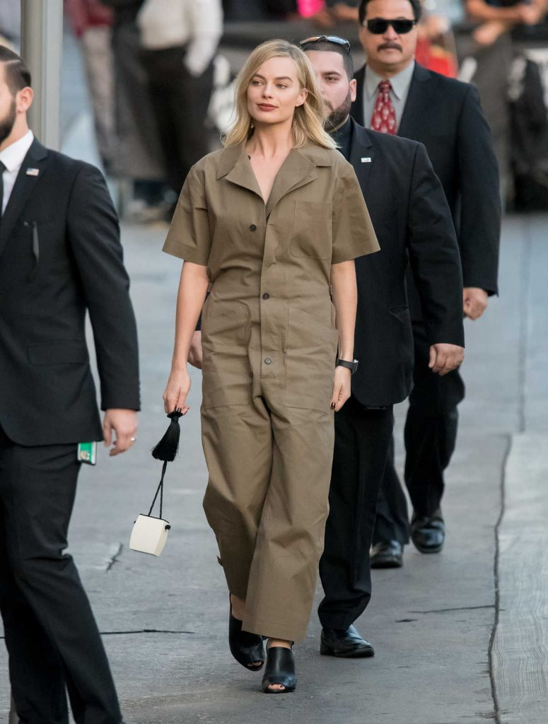Margot Robbie Arrives at Jimmy Kimmel Live! Studios in Los Angeles 12/04/2017-1