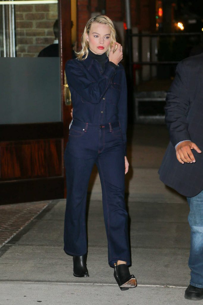 Margot Robbie Wears a Denim Shirt Out in New York City 11/29/2017-1