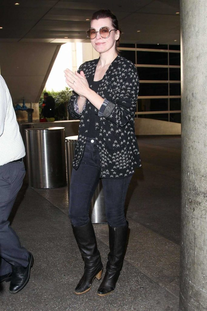 Milla Jovovich Arrives at LAX Airport in Los Angeles 12/12/2017-1