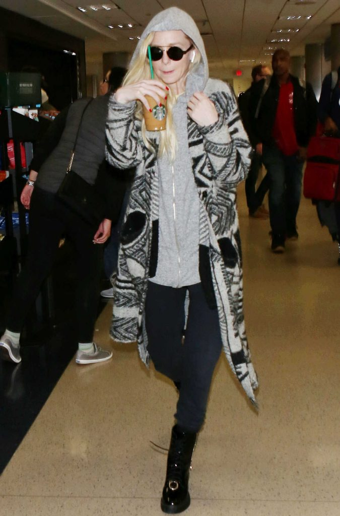 Portia Doubleday Was Spotted at LAX Airport in LA 12/16/2017-1