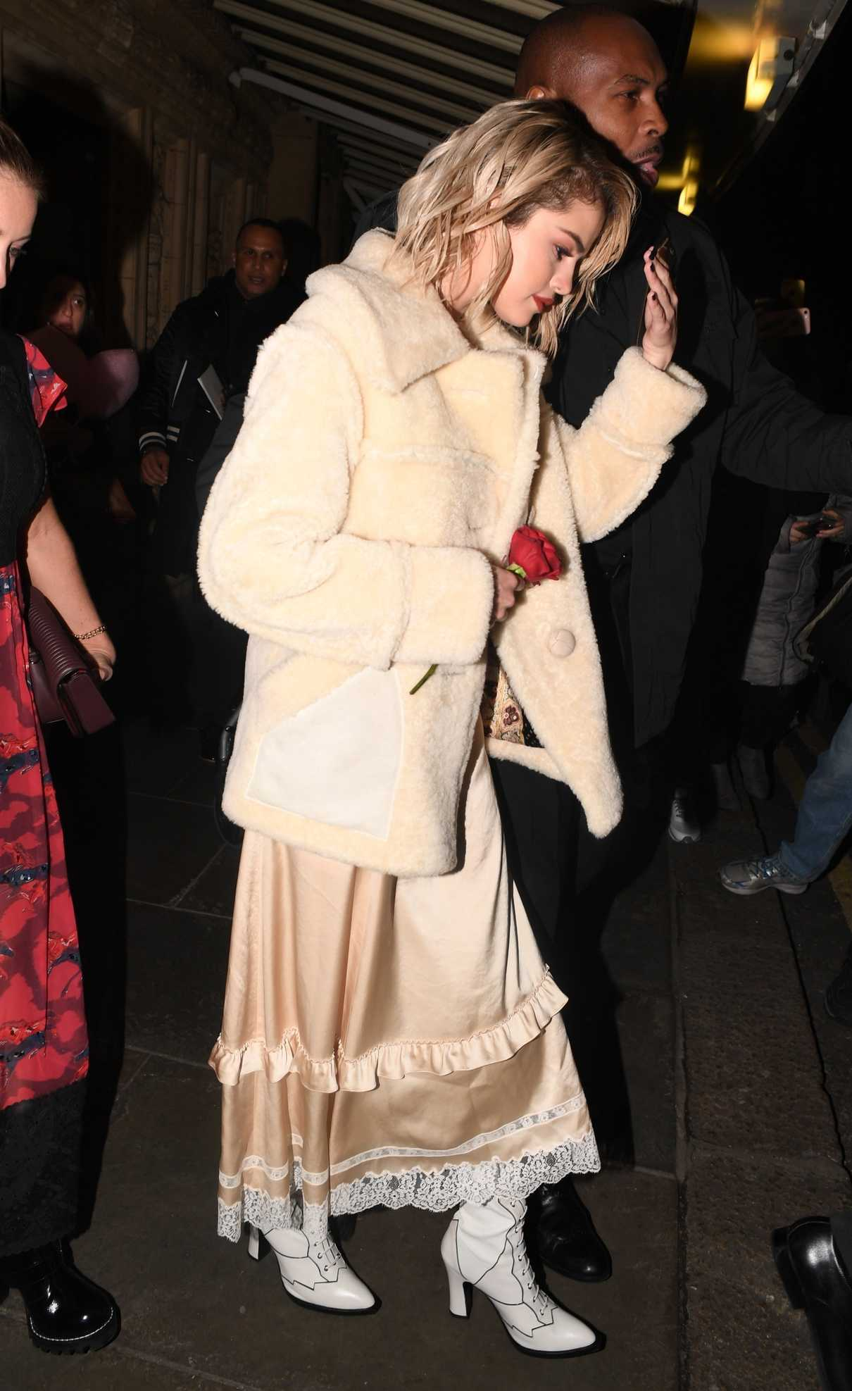 Selena Gomez Arrives at the Chiltern Firehouse in London 12/04/2017-5