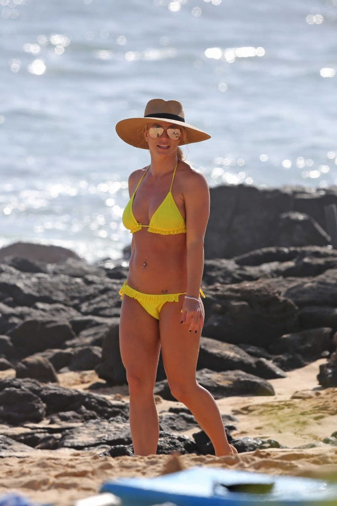 Britney Spears Wears a Yellow Bikini at the Beach in Hawaii 01/03/2018-1