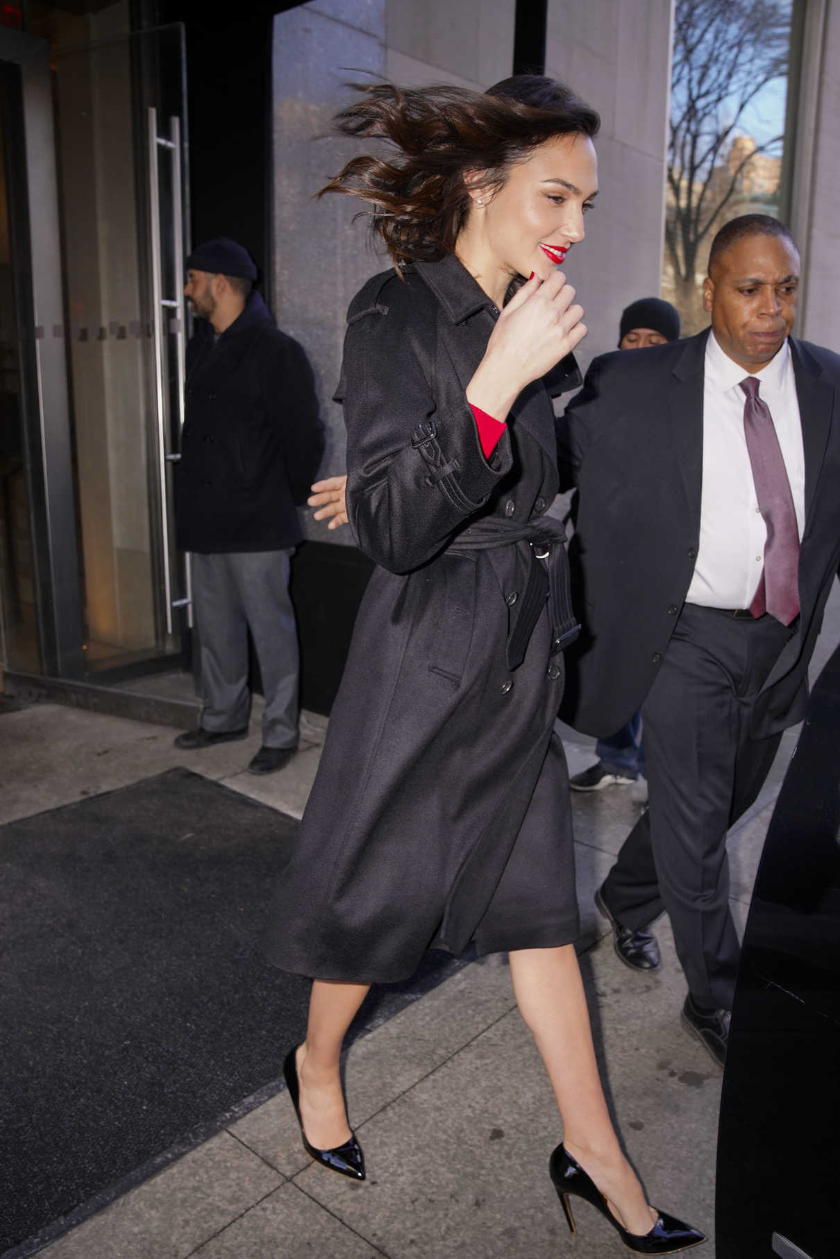 Gal Gadot Wears a Stylish Black Trench Coat Out in New York 01/09/2018-5