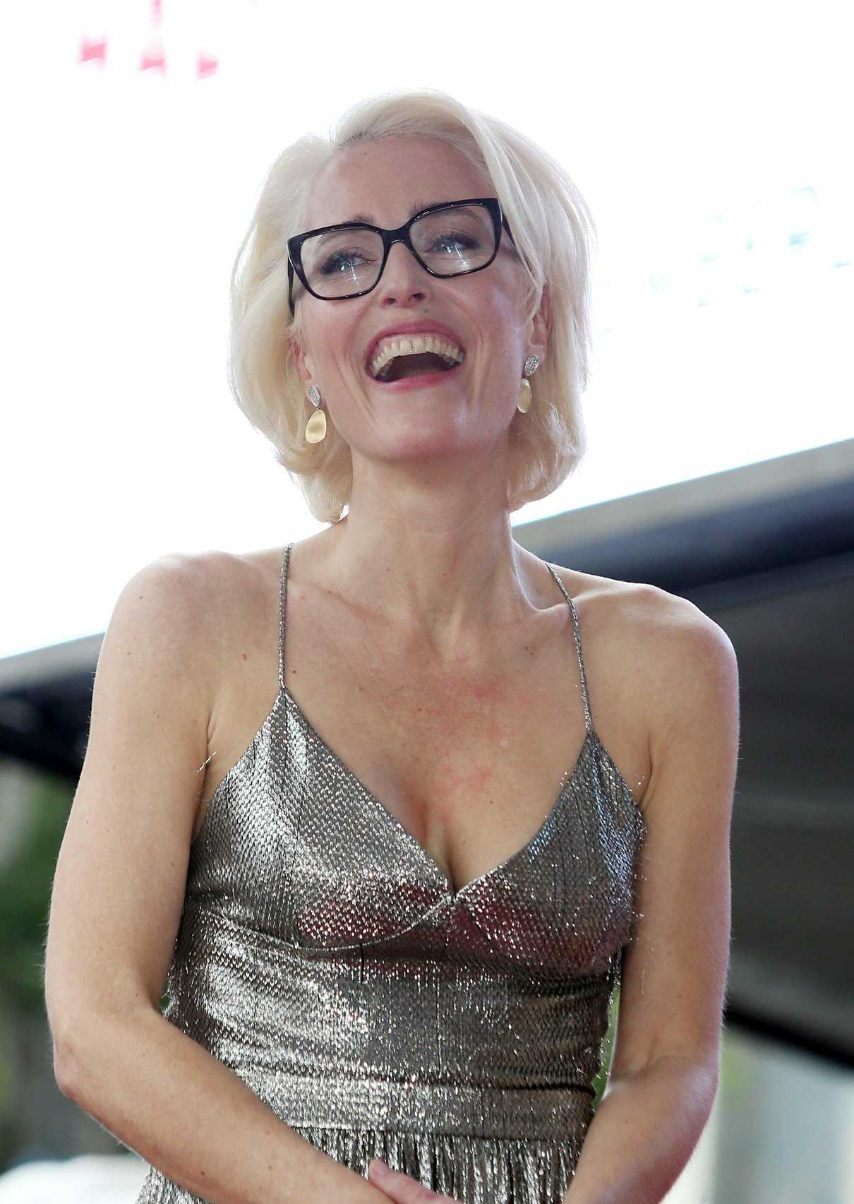 Gillian Anderson Honored with a Star on The Hollywood Walk of Fame in Hollywood 01/08/2018-4