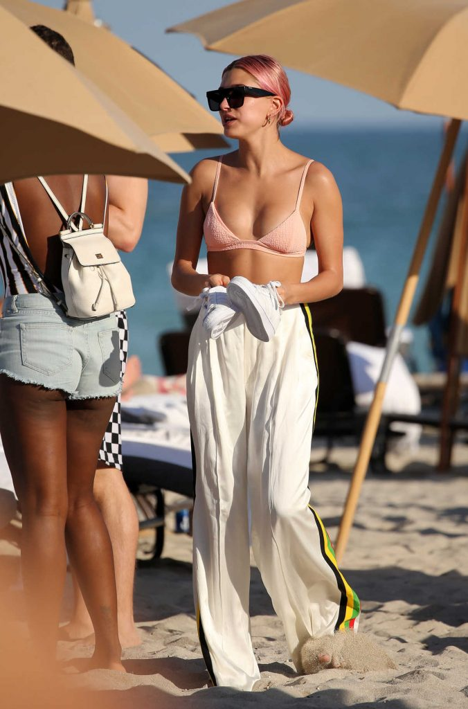 Hailey Baldwin at the Beach in Miami 01/01/2018-1