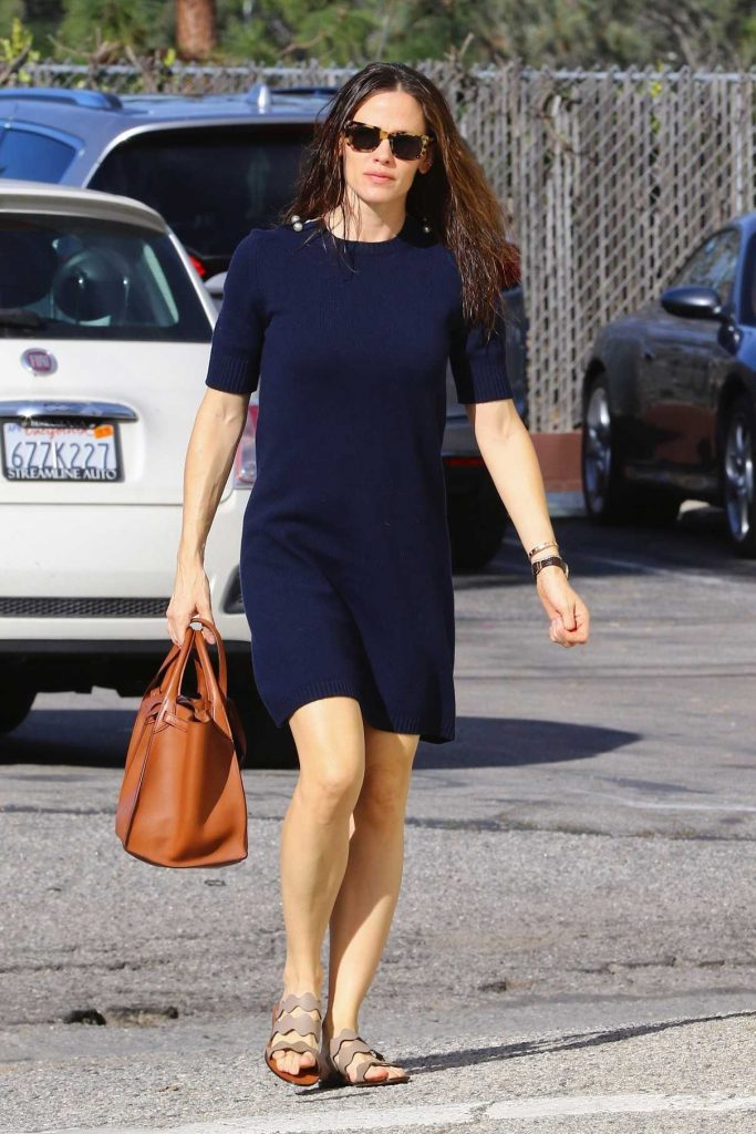 Jennifer Garner Leaves Sunday Service in Pacific Palisades 01/14/2018-1