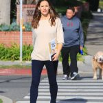 Jennifer Garner Makes a Stop at the Library in Brentwood 01/29/2018-3