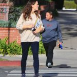Jennifer Garner Makes a Stop at the Library in Brentwood 01/29/2018-4
