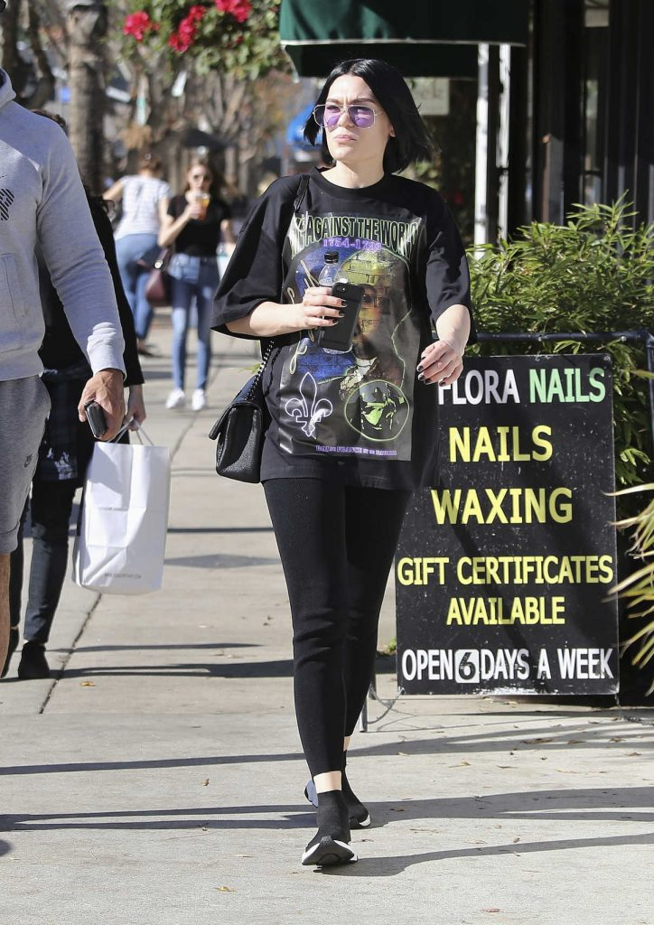 Jessie J Grabs a Drink Out in Los Angeles 01/13/2018-1