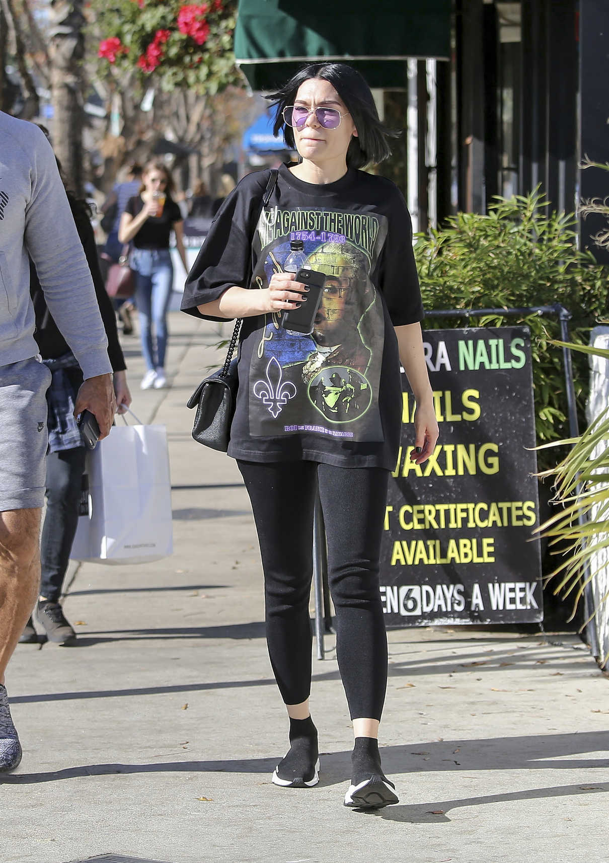 Jessie J Grabs a Drink Out in Los Angeles 01/13/2018-2