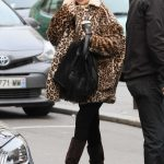Kate Hudson Goes at the Taxidermist in Paris 01/24/2018-2