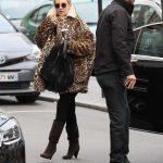 Kate Hudson Goes at the Taxidermist in Paris 01/24/2018-3