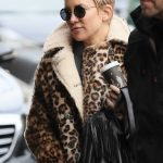 Kate Hudson Goes at the Taxidermist in Paris 01/24/2018-5