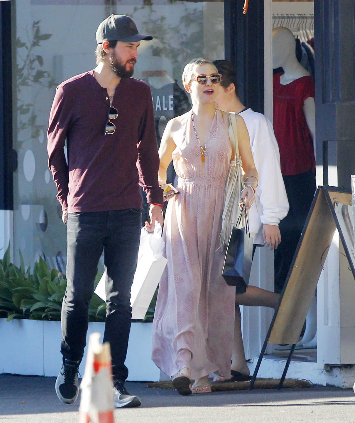 Kate Hudson Goes Shopping with Danny Fujikawa in Brentwood 01/14/2018-2