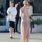 Kate Hudson Goes Shopping with Danny Fujikawa in Brentwood 01/14/2018-4