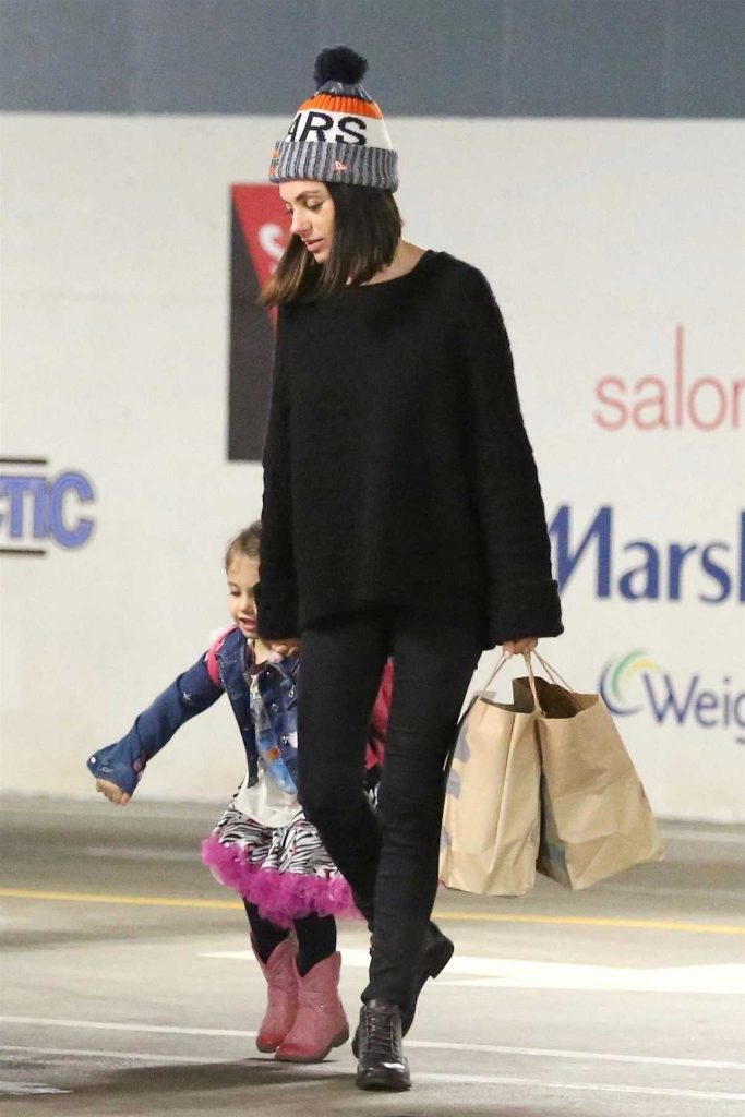 Mila Kunis Takes Her Daughter to Art Class in Studio City 01/09/2018-1