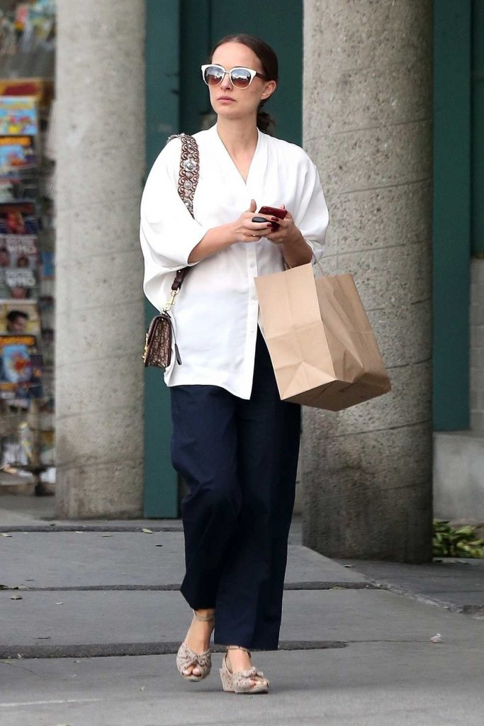 Natalie Portman Visits a Local Bakery in Los Angeles 01/16/2018-1