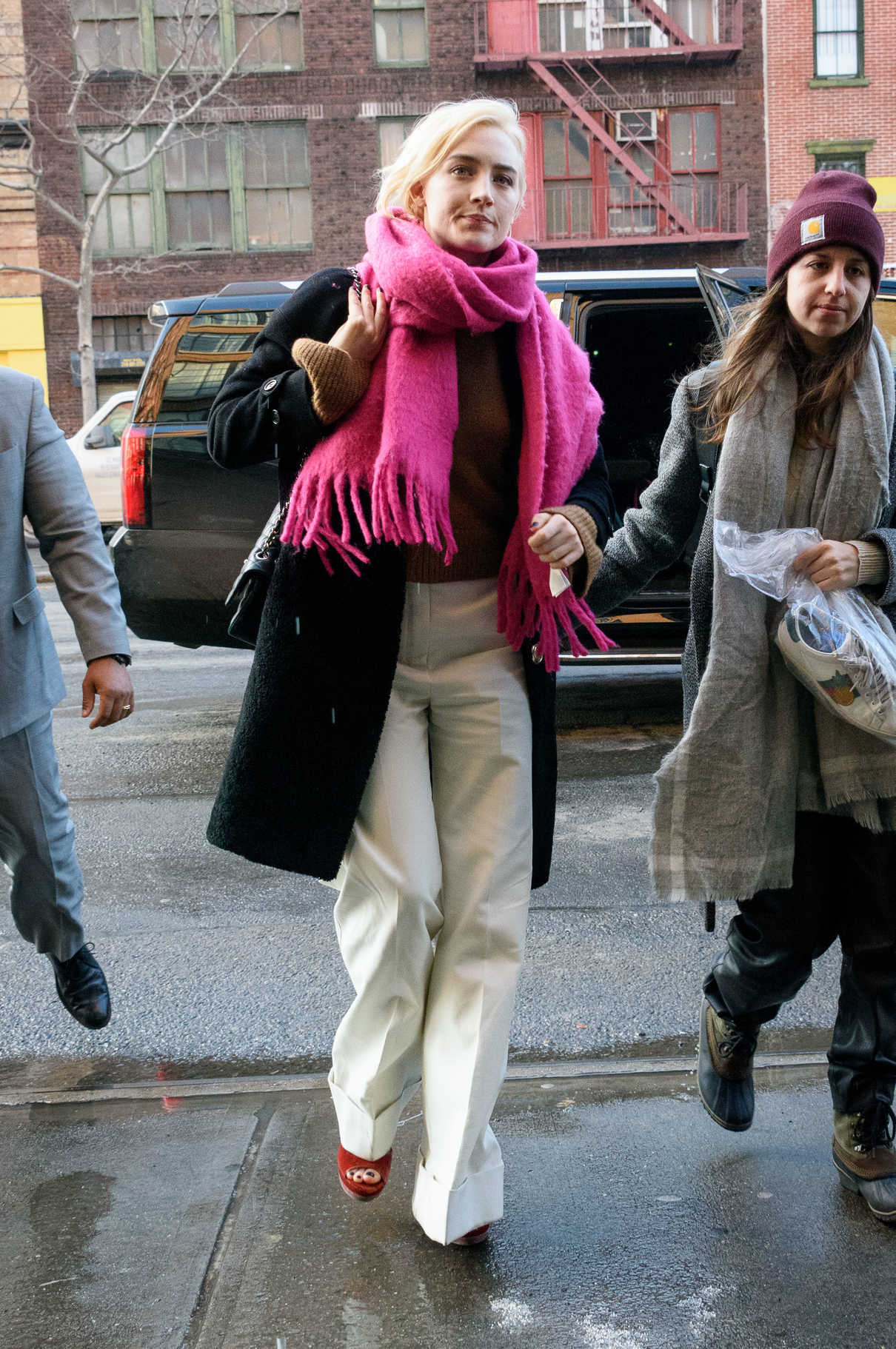 Saoirse Ronan Wears a Pink Scarf and White Pants Out in NYC 01/09/2018-5