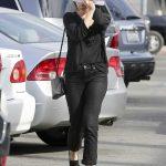 Elizabeth Olsen Buys an Evian Water in LA 02/14/2018-5