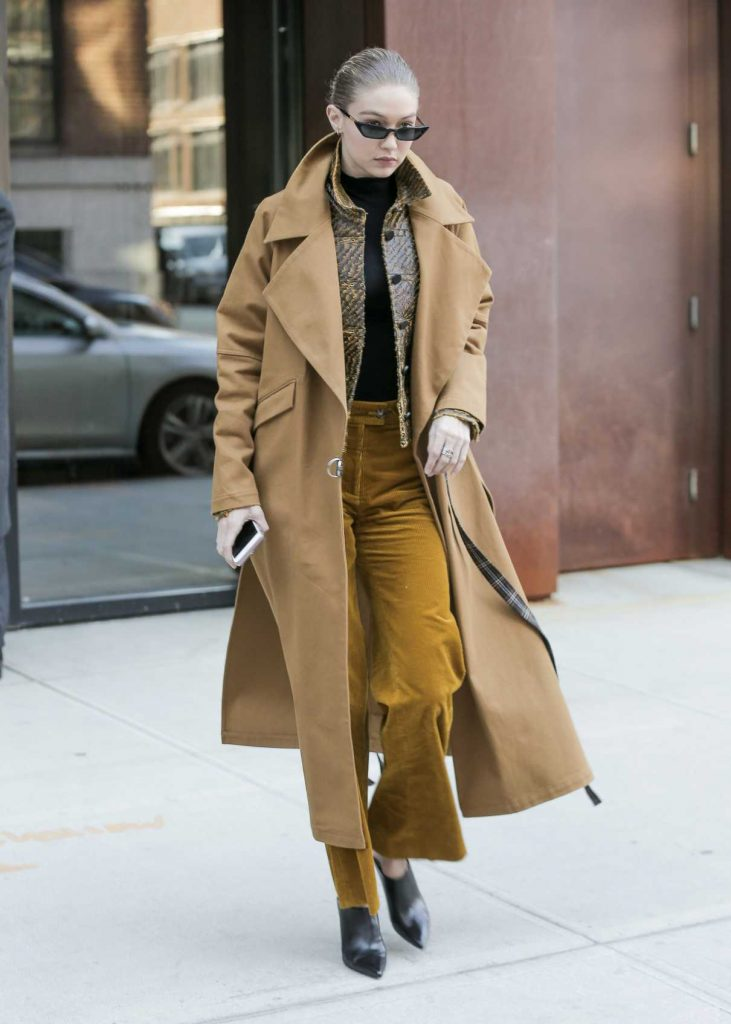 Gigi Hadid Wears a Beige Coat Out in New York City 02/02/2018-1