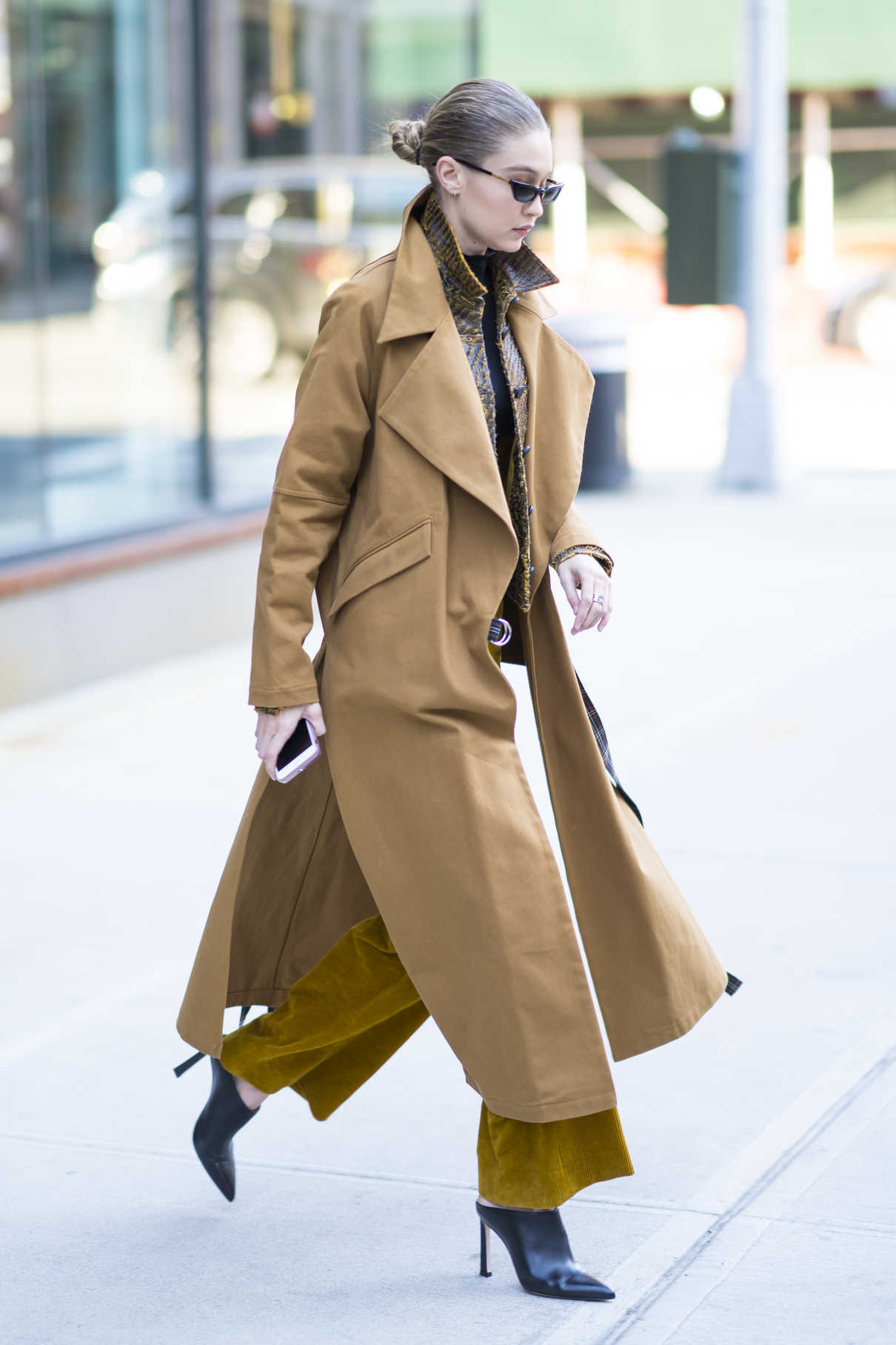 Gigi Hadid Wears a Beige Coat Out in New York City 02/02/2018-3