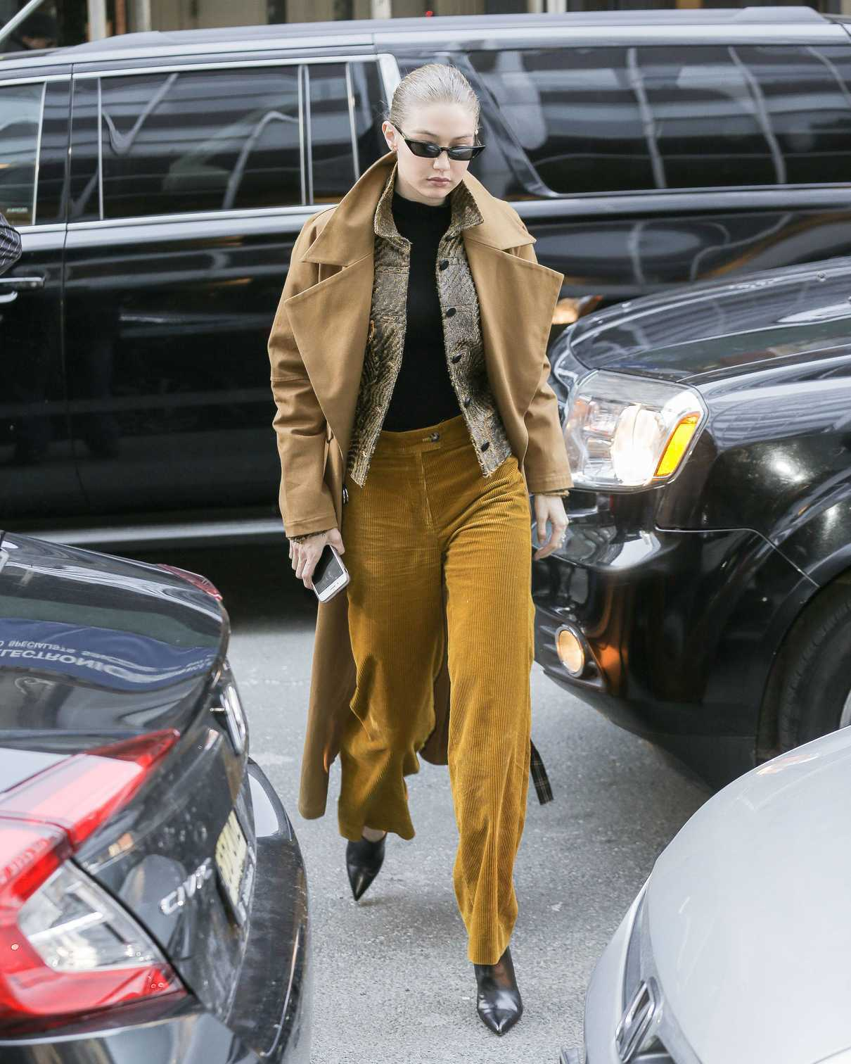Gigi Hadid Wears a Beige Coat Out in New York City 02/02/2018-4