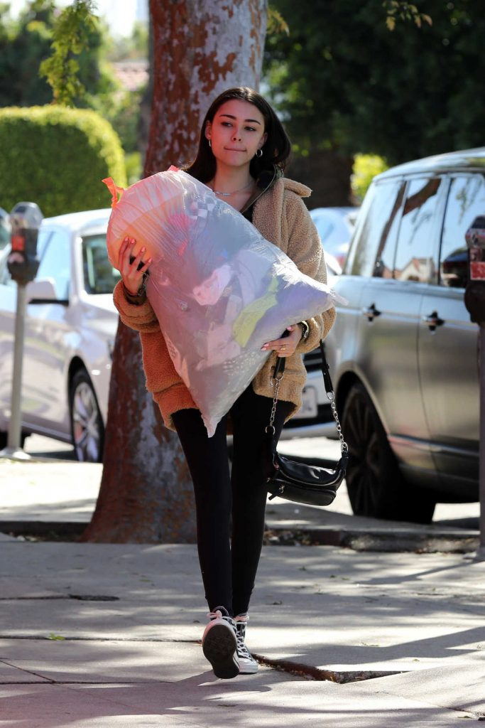 Madison Beer Gives a Big Bag of Clothes Away to Charity in LA 02/20/2018-1