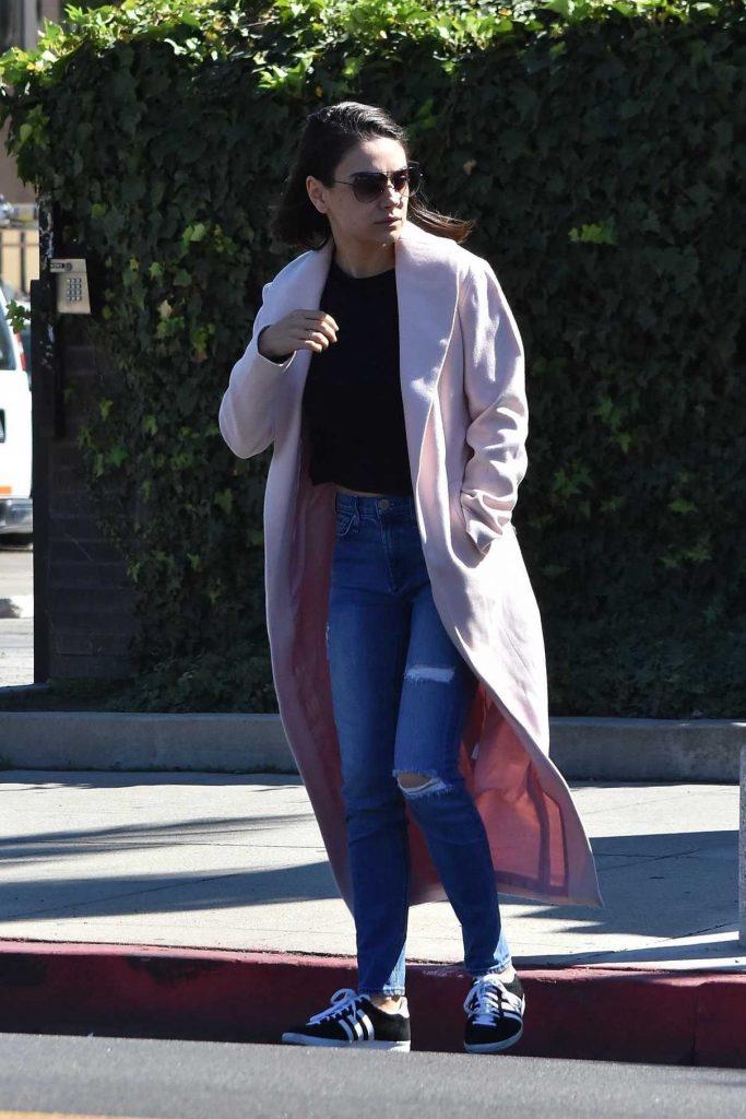 Mila Kunis Leaves a Hair Salon in Los Angeles 02/23/2018-1