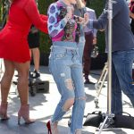 Bella Thorne Stops by Extra at Universal Studios Hollywood in Studio City 03/27/2018-4