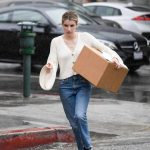 Emma Roberts Braves the Rain to Pick up a Package at UPS in LA 03/22/2018-5
