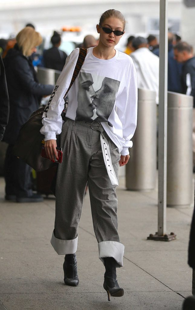 Gigi Hadid Arrives at JFK Airport in NYC 03/29/2018-1