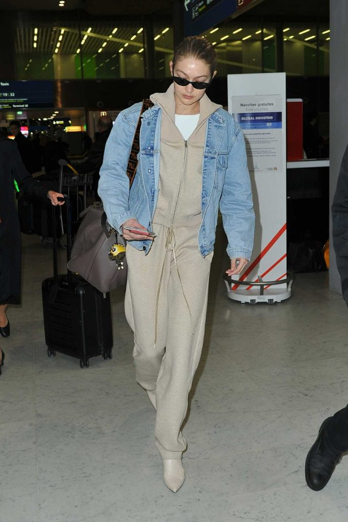 Gigi Hadid Arrives at the Charles de Gaulle Airport in Paris 03/27/2018-1