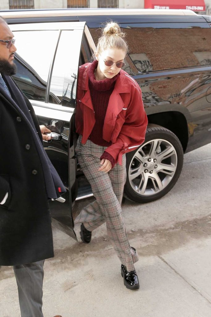 Gigi Hadid Arrives Back to Her Apartment in New York City 03/15/2018-1