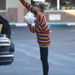 Miley Cyrus Goes to Party City in Porter Ranch 03/01/2018-5