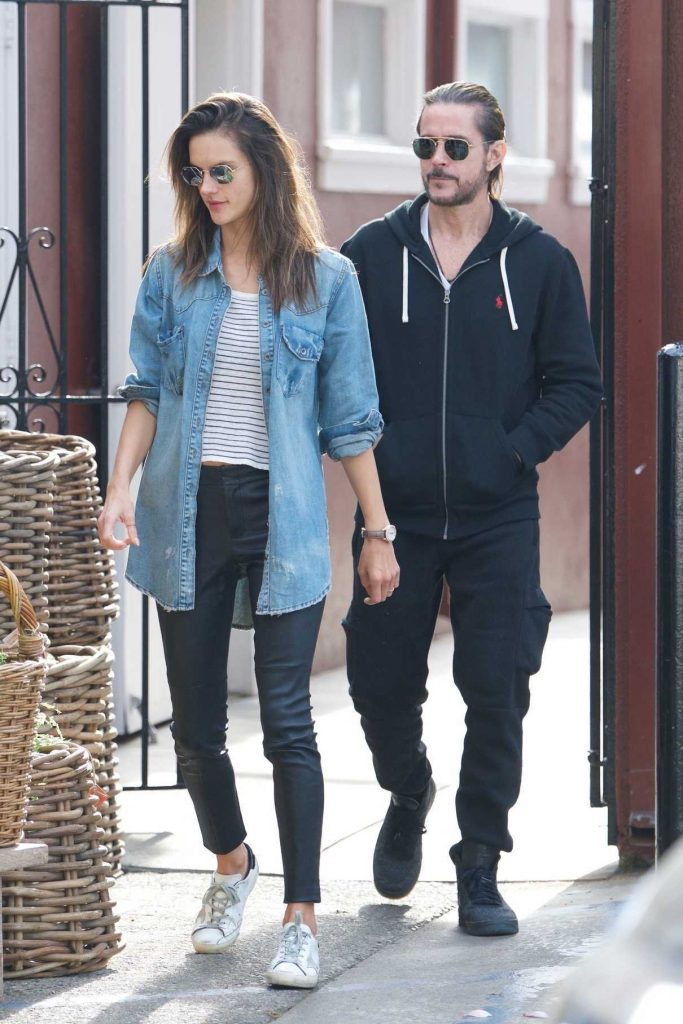 Alessandra Ambrosio Grabs Some Flowers for Easter with a Mystery Man in Los Angeles 03/31/2018-1