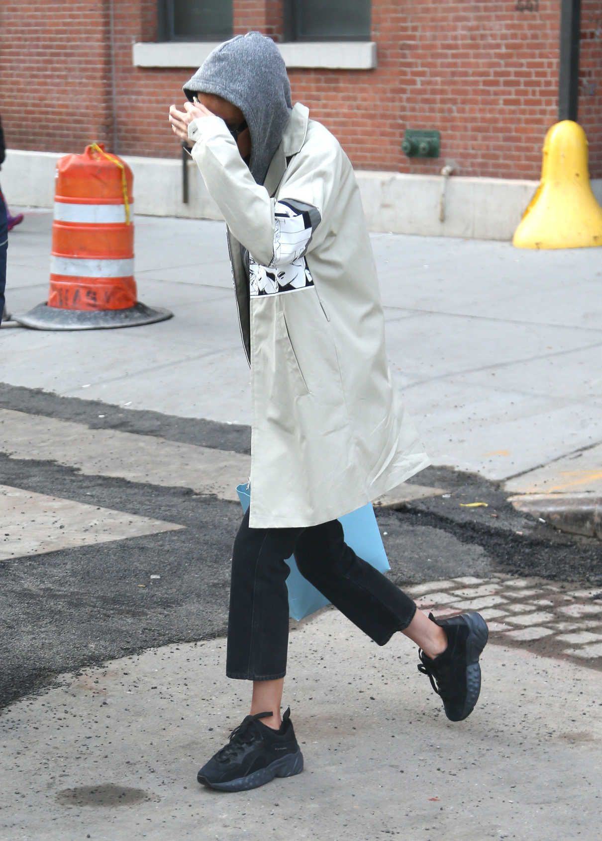 Gigi Hadid Arrives Home in NYC 04/02/2018-5