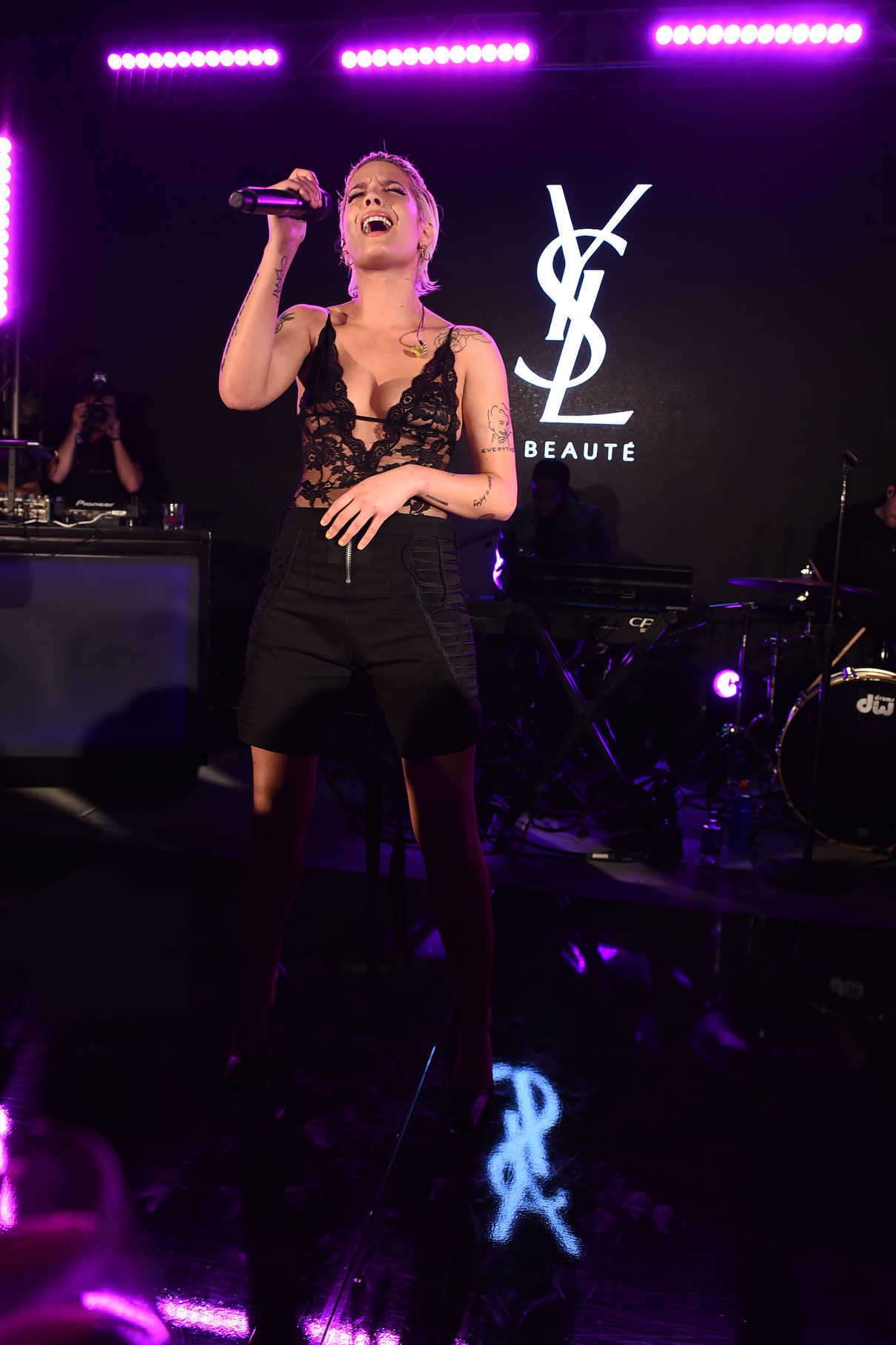 Halsey at YSL Beauty Festival in Palm Springs 04/12/2018-2
