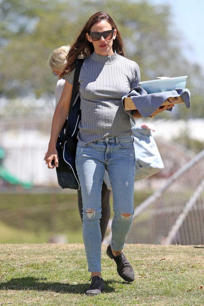 Jennifer Garner Arrives at Baseball Game in Brentwood 04/21/2018-1