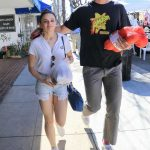 Joey King Goes to the Farmers Market with Her Boyfriend in LA 04/22/2018-3