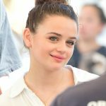Joey King Goes to the Farmers Market with Her Boyfriend in LA 04/22/2018-5