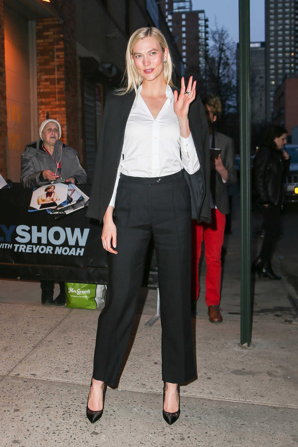 Karlie Kloss Arrives at The Daily Show with Trevor Noah in New York City 04/12/2018-4