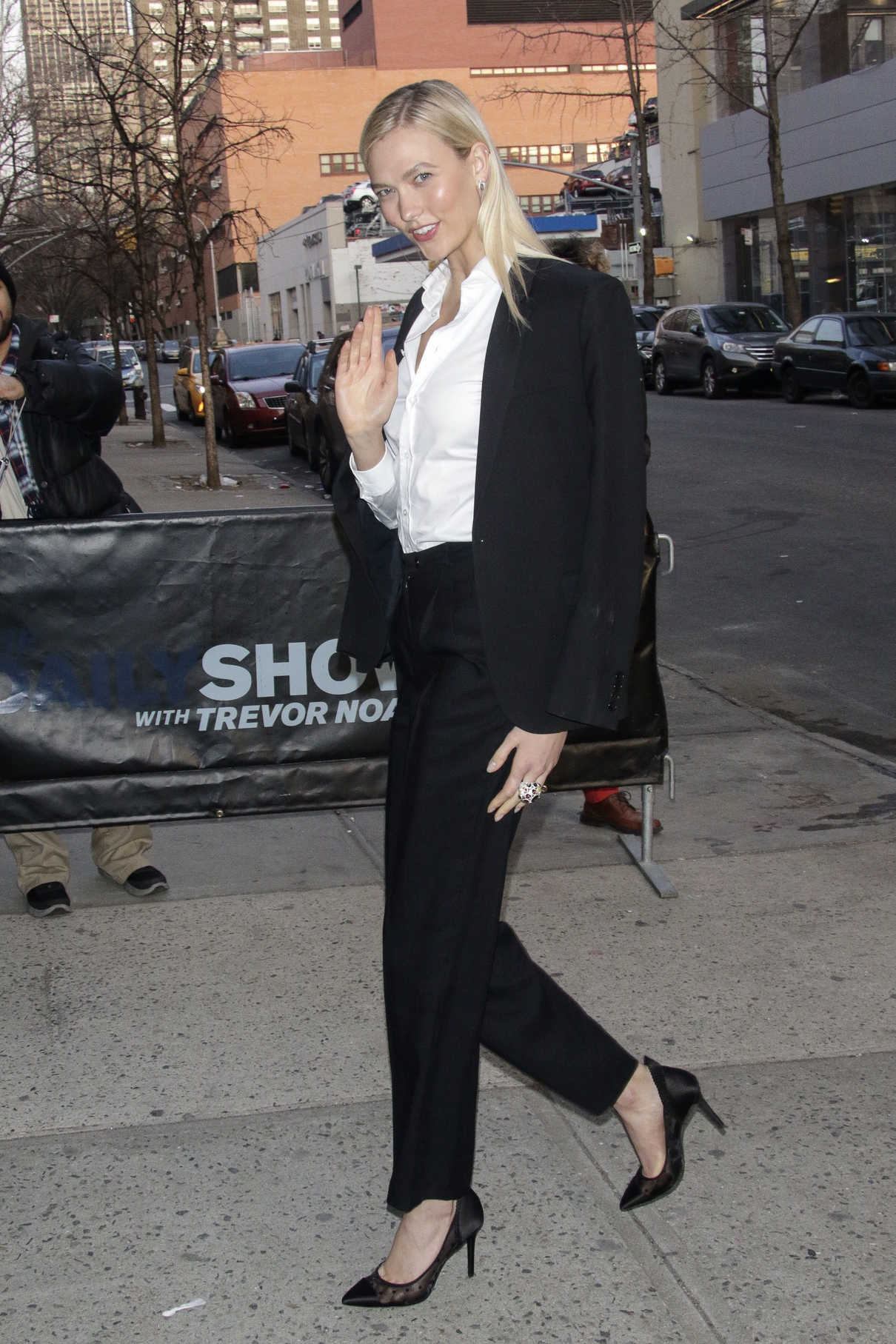 Karlie Kloss Arrives at The Daily Show with Trevor Noah in New York City 04/12/2018-5