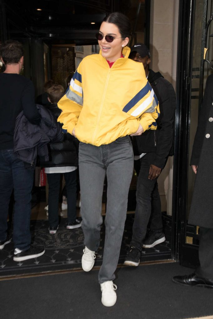 Kendall Jenner Leaves Her Hotel in Paris 04/04/2018-1