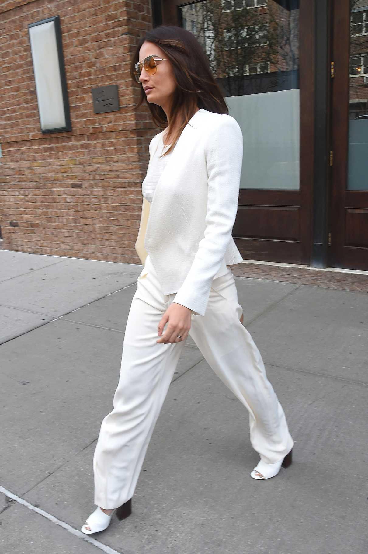 Lily Aldridge Leaves Her Hotel in New York City 04/24/2018-5