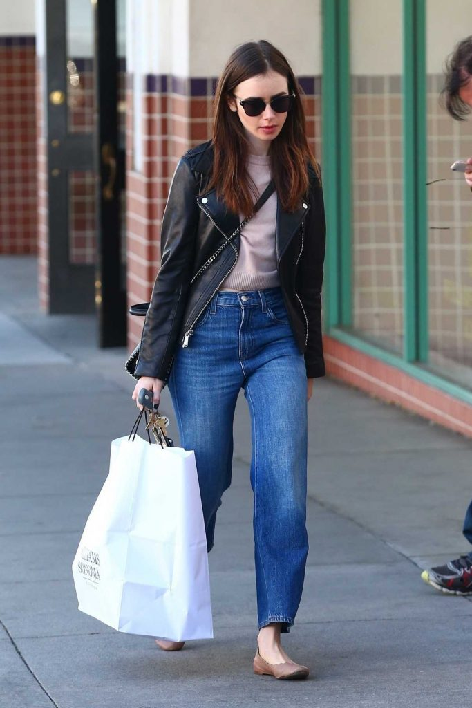 Lily Collins Shops at Williams Sonoma in Beverly Hills 04/18/2018-1