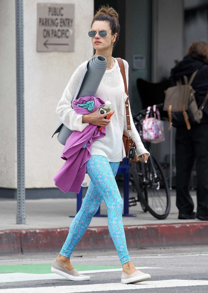 Alessandra Ambrosio Leaves Her Yoga Morning Workout in Santa Monica 04/30/2018-1