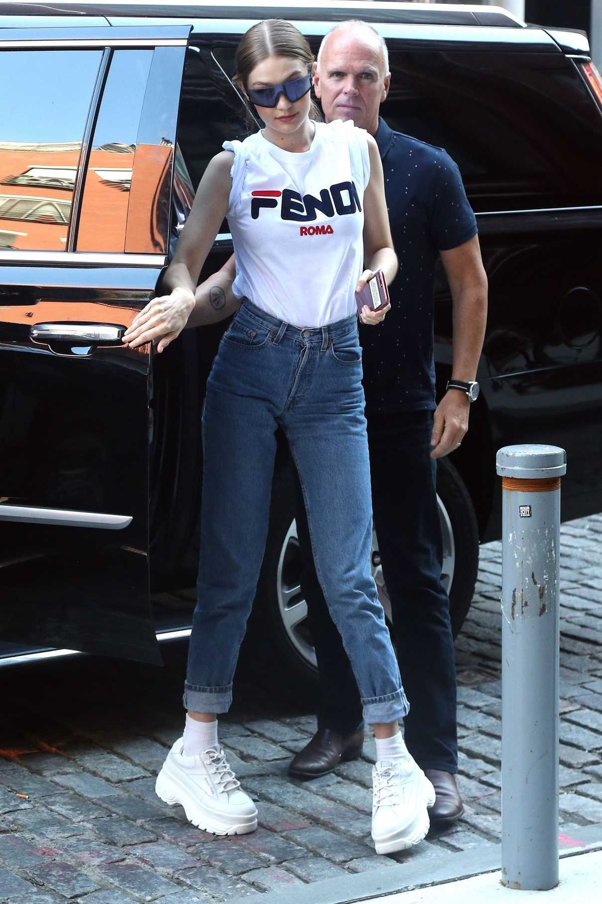 Gigi Hadid Arrives at Her Apartment in New York City 05/30/2018-1
