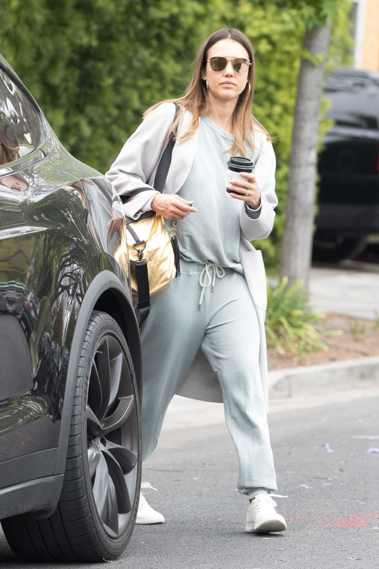 Jessica Alba Picks up Coffee in Beverly Hills 05/19/2018-1