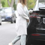 Jessica Alba Picks up Coffee in Beverly Hills 05/19/2018-5